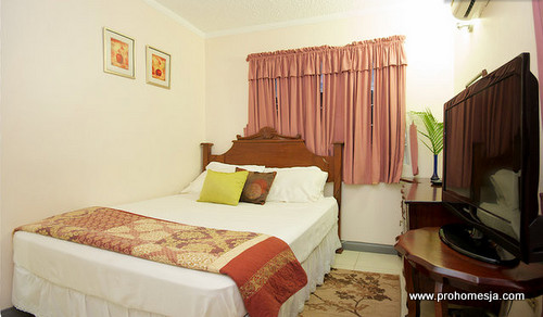 Kingston Jamaica Vacation Rental - beautiful bedroom
